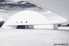 03-0017 09 La cúpula y la pasarela. Centro de Arte Niemeyer. Avilés